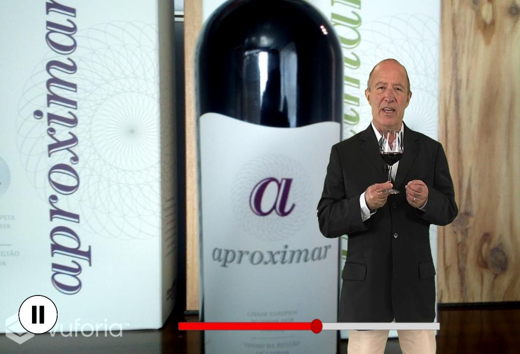 """Imagem de ecrã da aplicação """"Live Wines Portugal"""" onde surge o enólogo Vasco Miguel enquanto apresenta o """"Aproximar"""" tinto."""